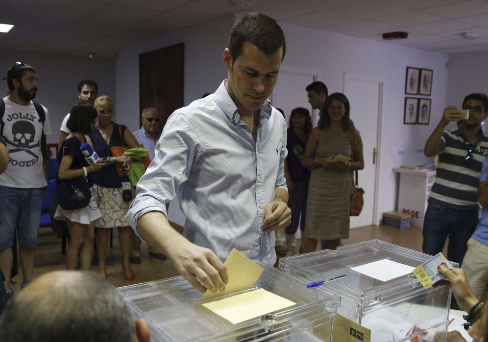 Foto: El diputado Juan Segovia, votando en las primarias del PSOE-M en las que se presentó como candidato, el 26 de julio de 2015. (EFE)