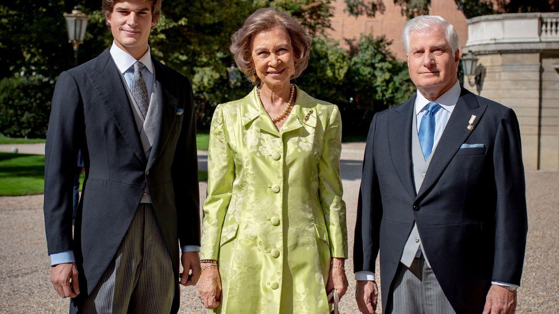 Carlos Fitz-James Solís, la reina Sofía y el duque de Alba. (EFE)