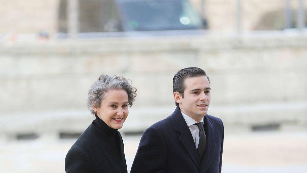 Foto: Mirko junto a su madre, Carla Royo-Villanova. (Getty)
