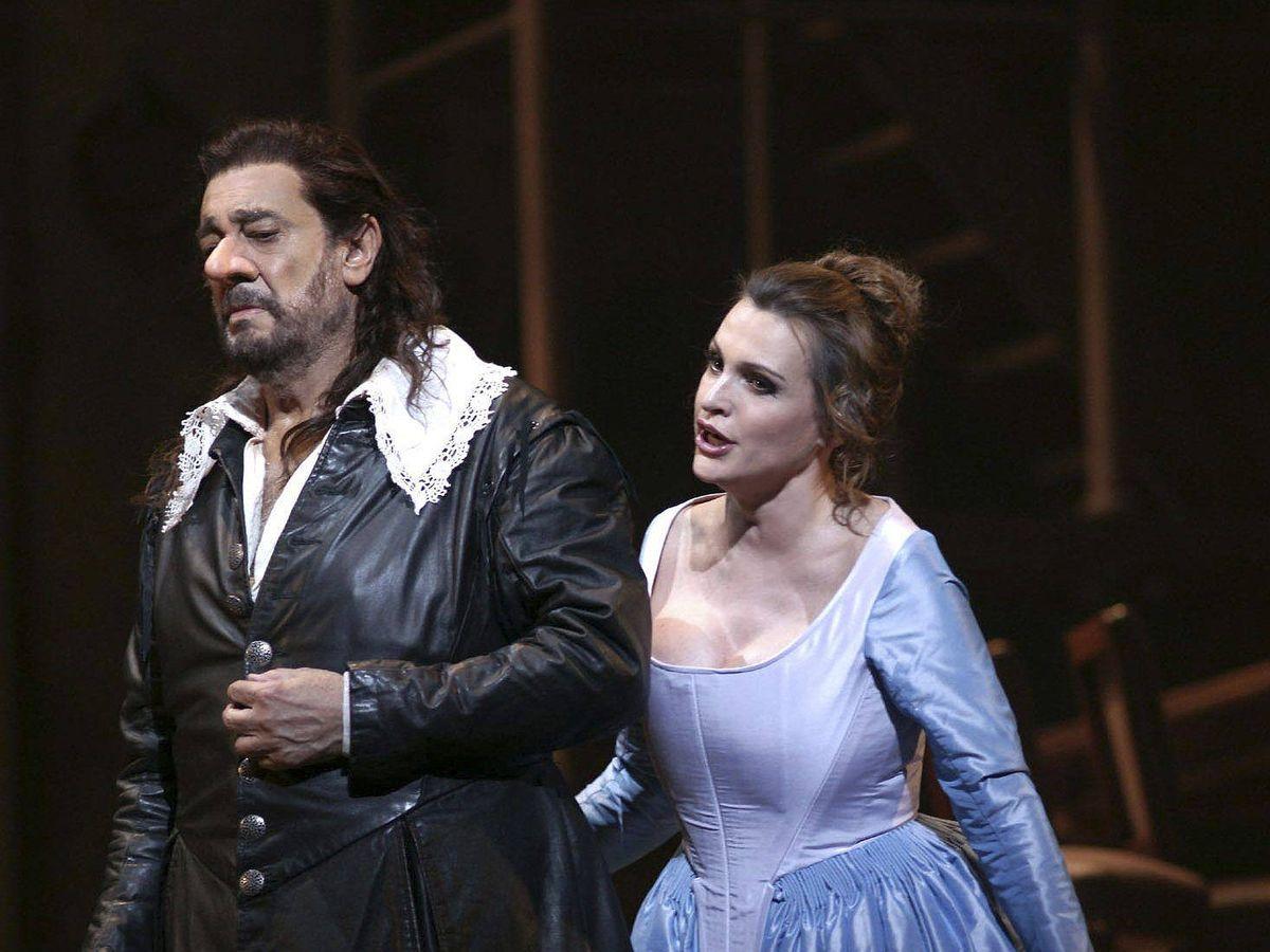 Foto: Plácido Domingo y Ainhoa Arteta, en el montaje 'Cyrano de Bergerac' de 2012. (EFE)