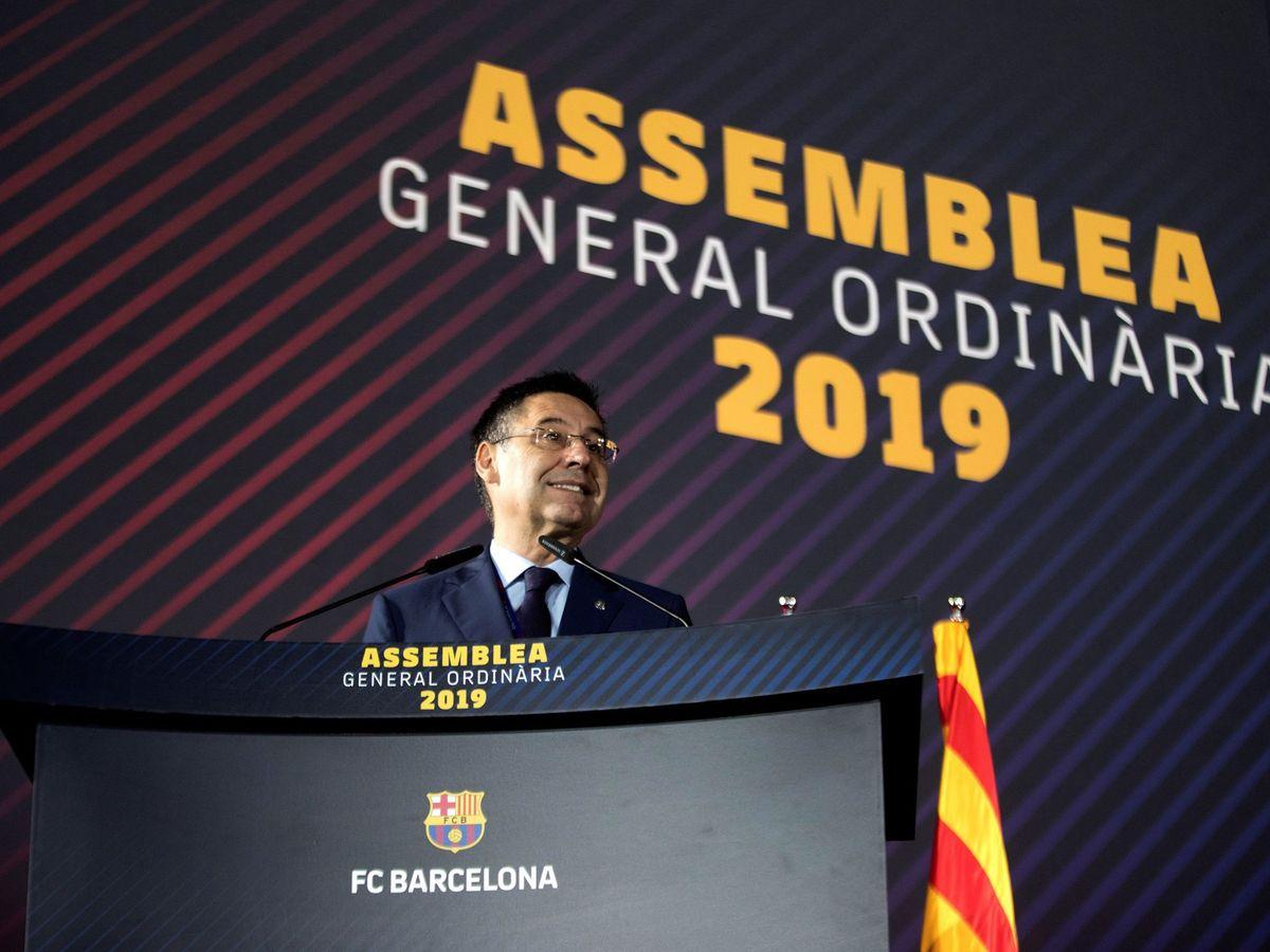 Foto: El presidente del FC Barcelona, Josep Maria Bartomeu, interviene en la asamblea de compromisarios del club. (EFE)
