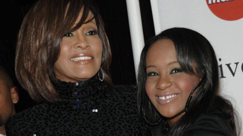 Whitney junto a su hija Bobbi Kristina en una imagen de archivo (Gtres)