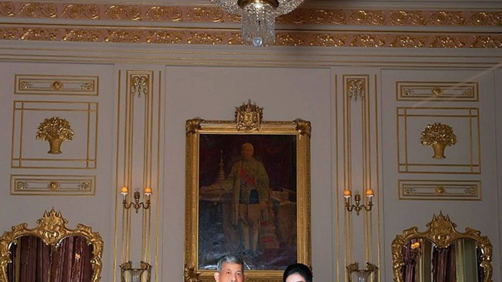 Con ustedes, la concubina oficial del excéntrico rey de Tailandia