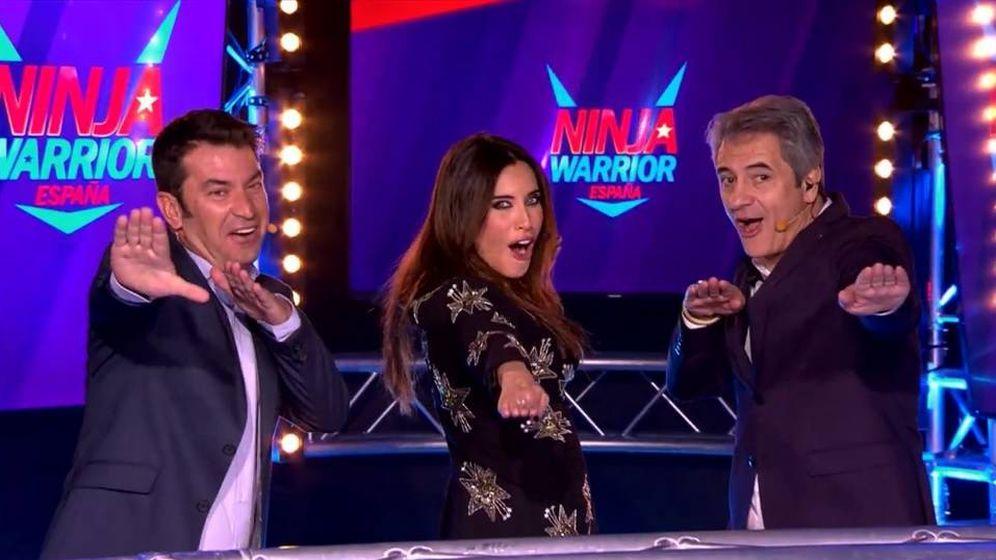Foto: Arturo Valls, Pilar Rubio y Manolo Lama en 'Ninja Warrior'.