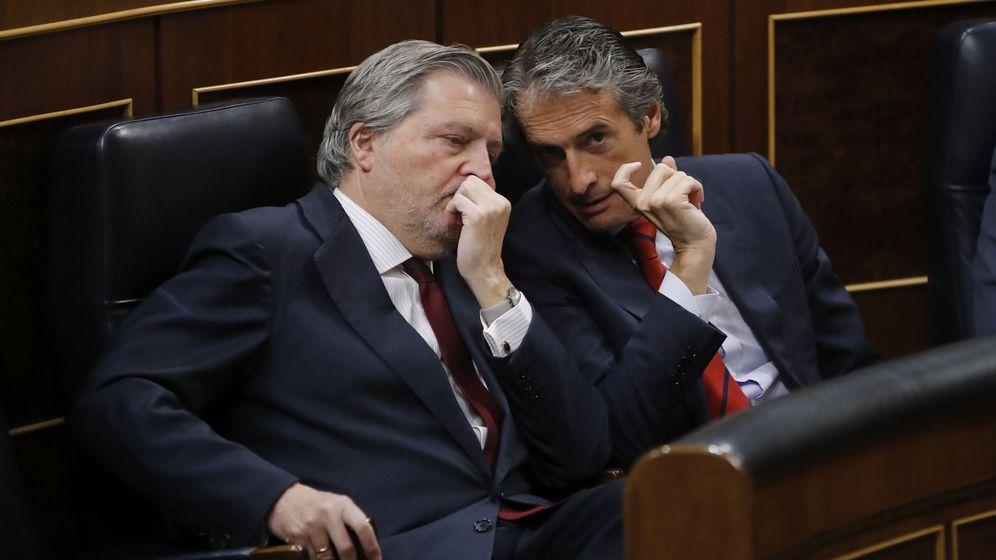 Foto: Los ministros de Educación, Íñigo Méndez de Vigo, y Fomento, Íñigo de la Serna. (EFE)