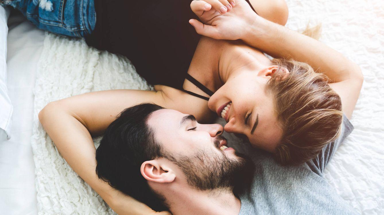 Las señales que delatan que la persona con la que te estás liando se está enamorando de ti