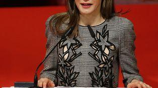 La Reina Letizia recupera su peor vestido de Carolina Herrera para visitar Sevilla