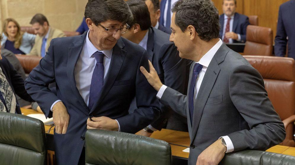 Foto: El presidente andaluz, Juanma Moreno (d), y el vicepresidente, Juan Marín (i). (EFE)
