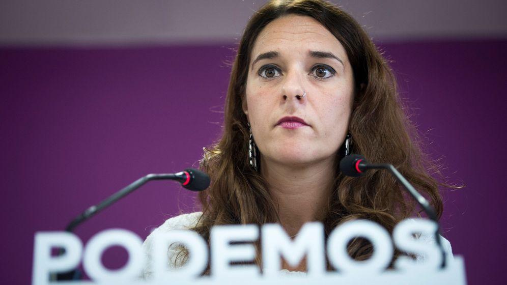 Foto: La portavoz de Podemos, Noelia Vera, durante la rueda de prensa en la sede de su partido tras la reunión del Consejo de Coordinación. (EFE)