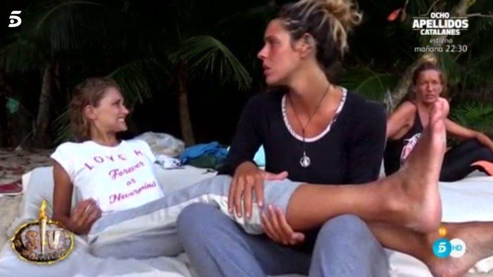 Foto: Laura Matamoros y Alba se hacen amigas en 'Supervivientes'.
