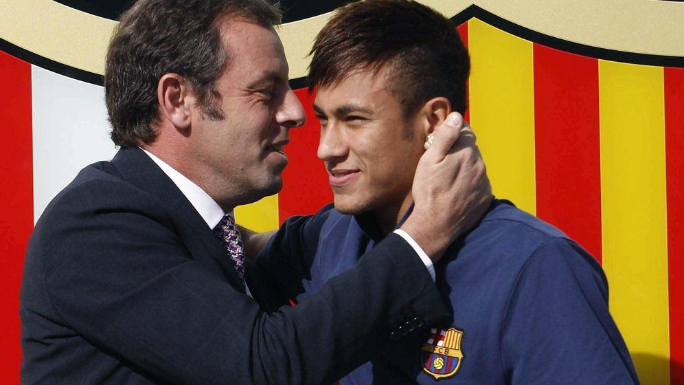 Foto: Rosell y Neymar el día de la presentación de éste con el FC Barcelona. (EFE)