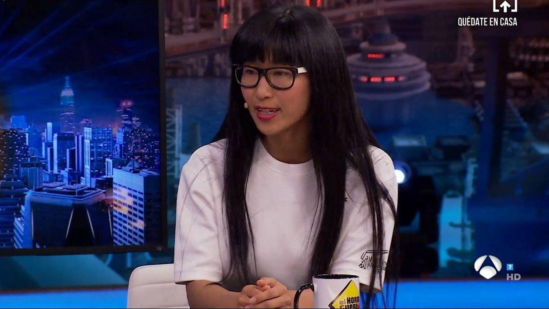 Tachan en el programa de Iker Jiménez la participación de Yibing Cao en 'El hormiguero' como propaganda china