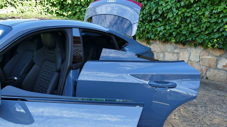 El Audi e-tron GT tiene ventanillas sin cercos.