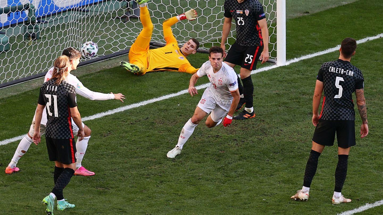 Azpilicueta celebra su gol frente a Croacia. (Reuters)