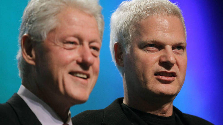 Bill Clinton, junto a Steve Bing. (Getty)