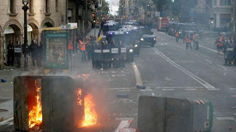 La noche más triste: Mossos y Policía libran una batalla en el centro de Barcelona