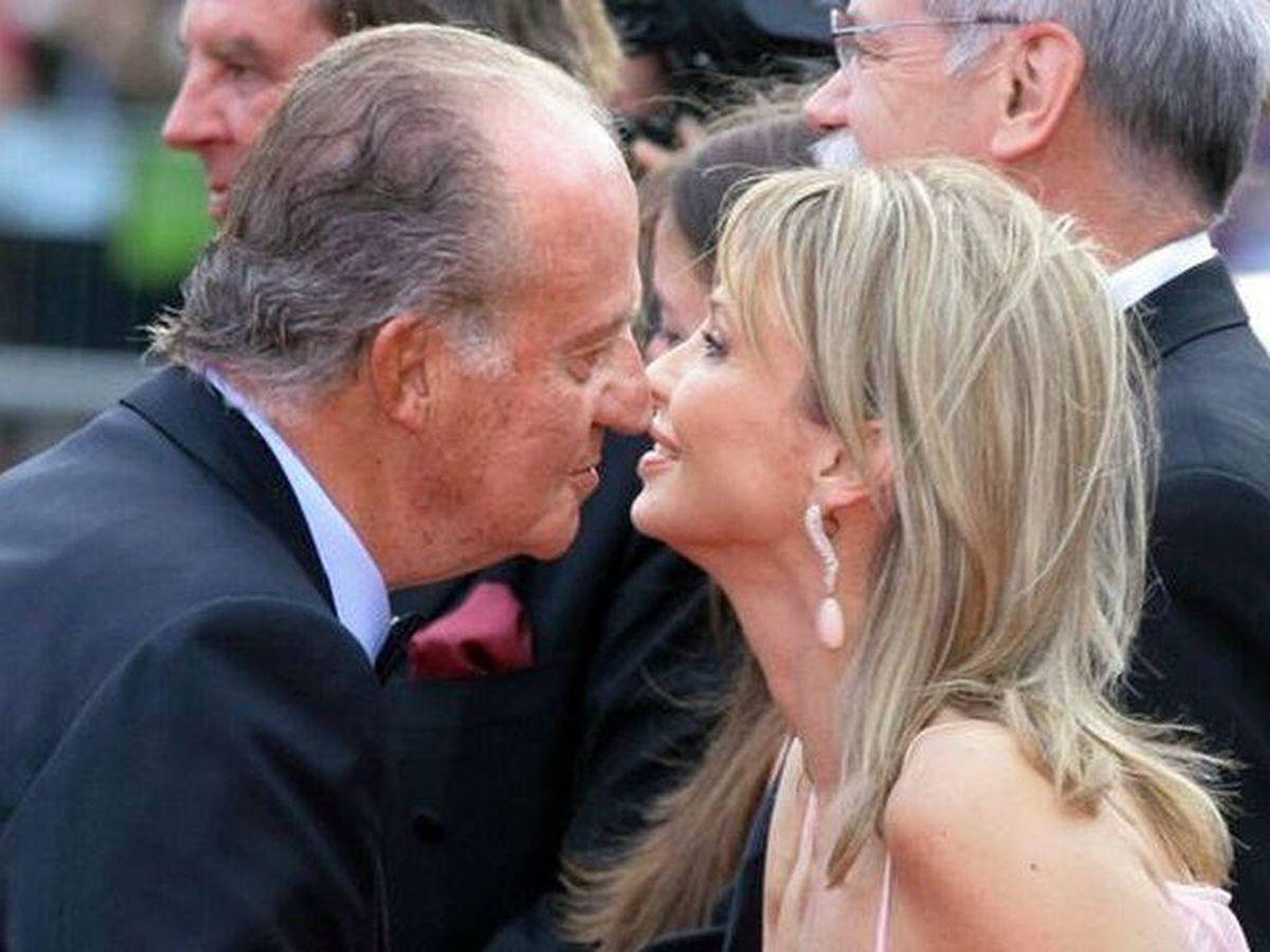 Foto: El rey Juan Carlos I saluda a Corinna zu Sayn-Wittgenstein. (EFE)