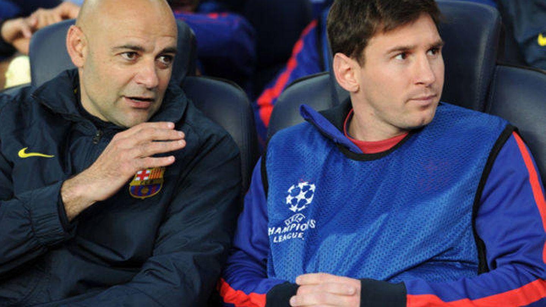 De la Fuente, junto a Messi, durante un partido del Barça en el Camp Nou. (Reuters)