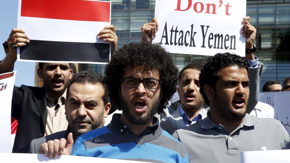 Foto: La ofensiva lanzada por la coalición árabe liderada por Arabia Saudí en Yemen, tras haber fracasado en su intento de evitar, como se propuso, la entrada de los rebeldes hutíes en la ciudad meridional de Adén, cumple hoy una semana (Reuters)