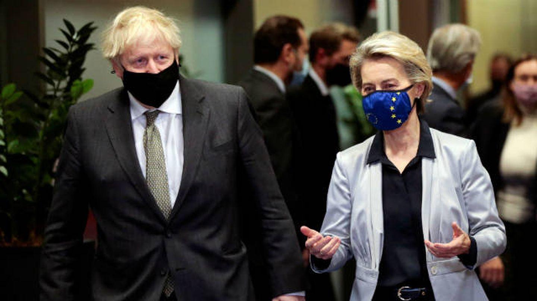 Johnson, junto a la presidenta de la Comisión Europea, Von der Leyen. (Reuters)