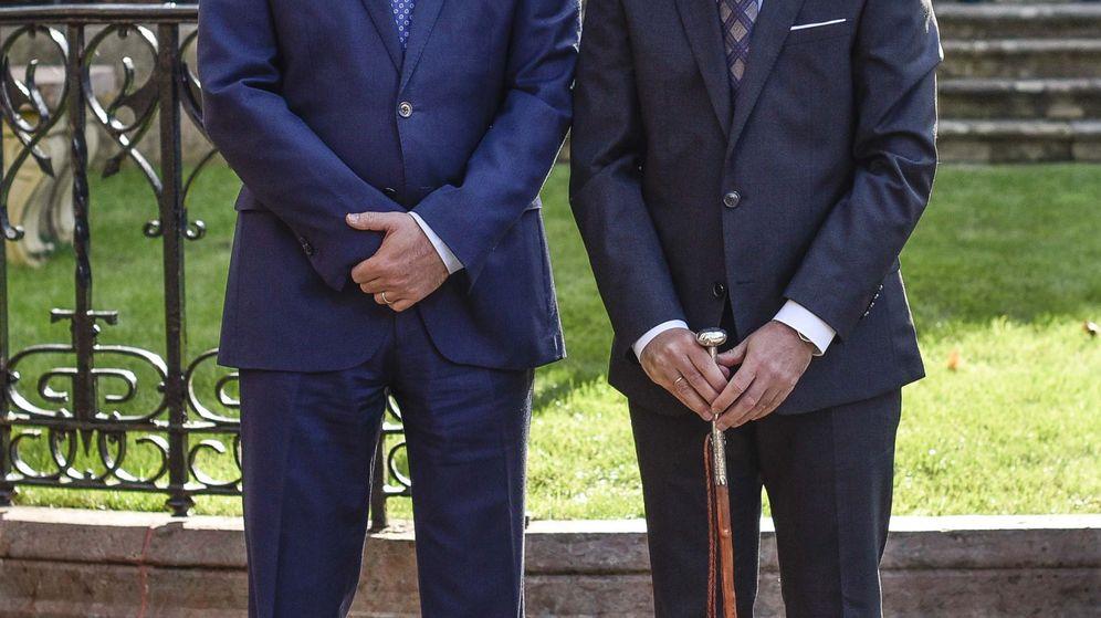 Foto: Íñigo Urkullu y Carles Puigdemont, en la toma de posesión del lehendakari. (EFE)