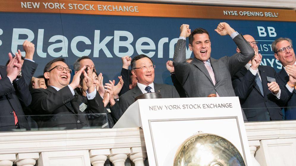 Foto: Ejecutivos de Blackberry Limited visitan la bolsa de Nueva York. (EFE)
