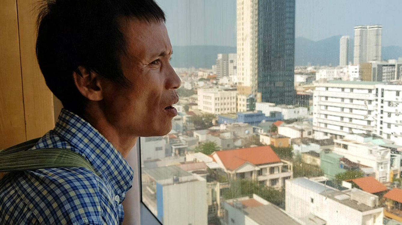 Lang observa la ciudad por primera vez. (Álvaro Cerezo)