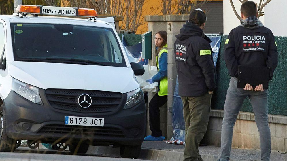 Foto: Los Mossos d'Esquadra investigan un suceso en Girona, en una imagen de archivo. (EFE)