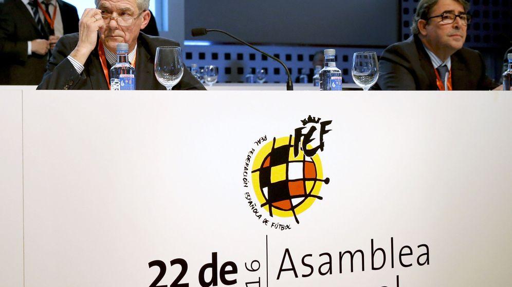 Foto: Jorge Pérez, junto a Villar, en la Asamblea de la RFEF celebrada en marzo de este año. (EFE)