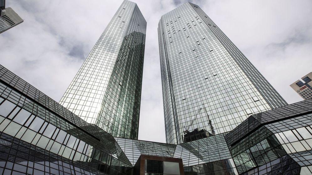 Foto: Foto de archivo de las torres gemelas que alojan las oficinas de Deutsche Bank. (EFE)