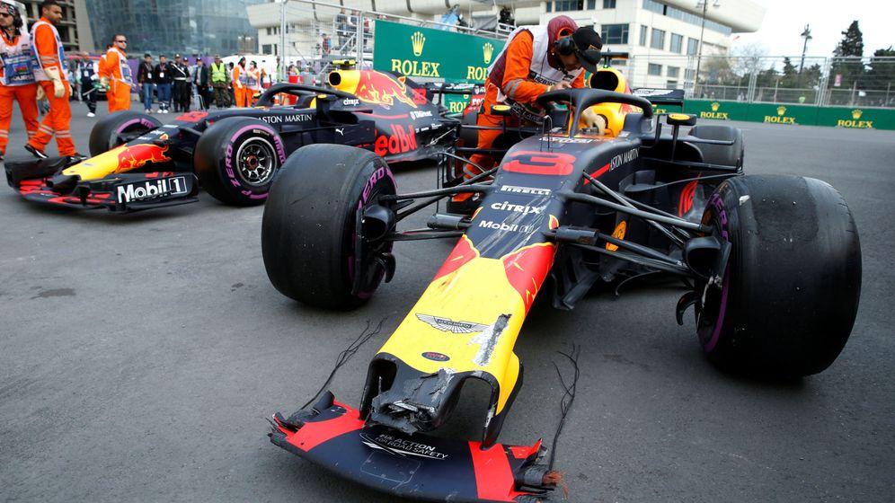 Foto: El pique entre Ricciardo y Verstappen en Azerbaiyán terminó con el primero arrollando al segundo. (Reuters)