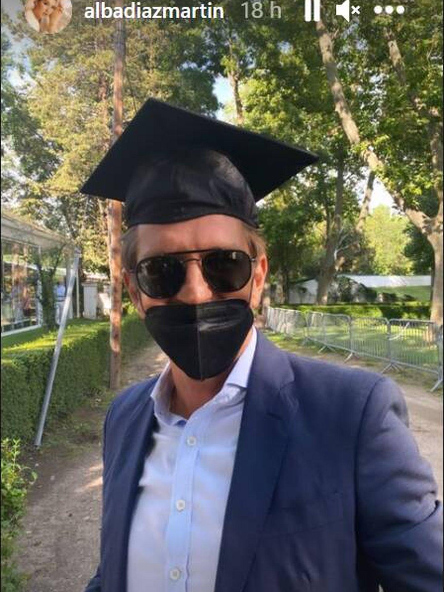 Manuel Díaz en el día de la graduación de su hija Alba. (IG)