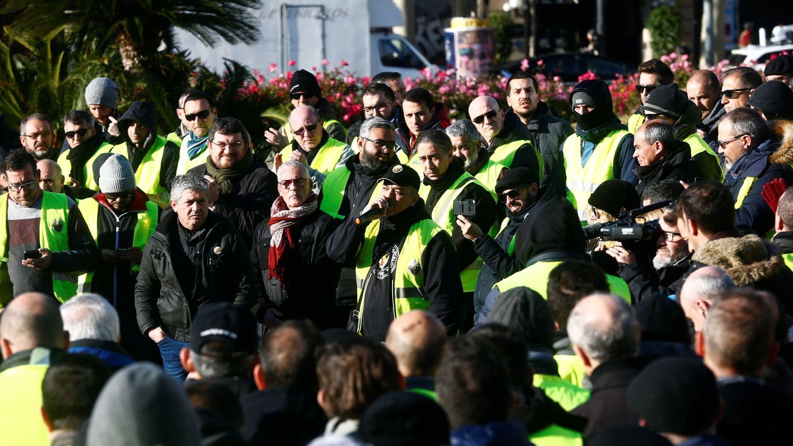 Foto: Asamblea de los taxistas, el día 22 en Barcelona. (EFE)