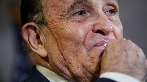 El 'fraude' de Trump tiene a su abogado Giuliani 'sudando tinta', literalmente