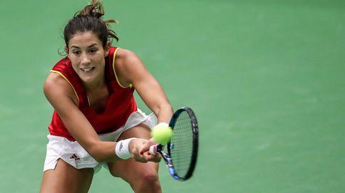 Muguruza hace bueno su favoritismo, pero Pliskova empata en la Fed Cup