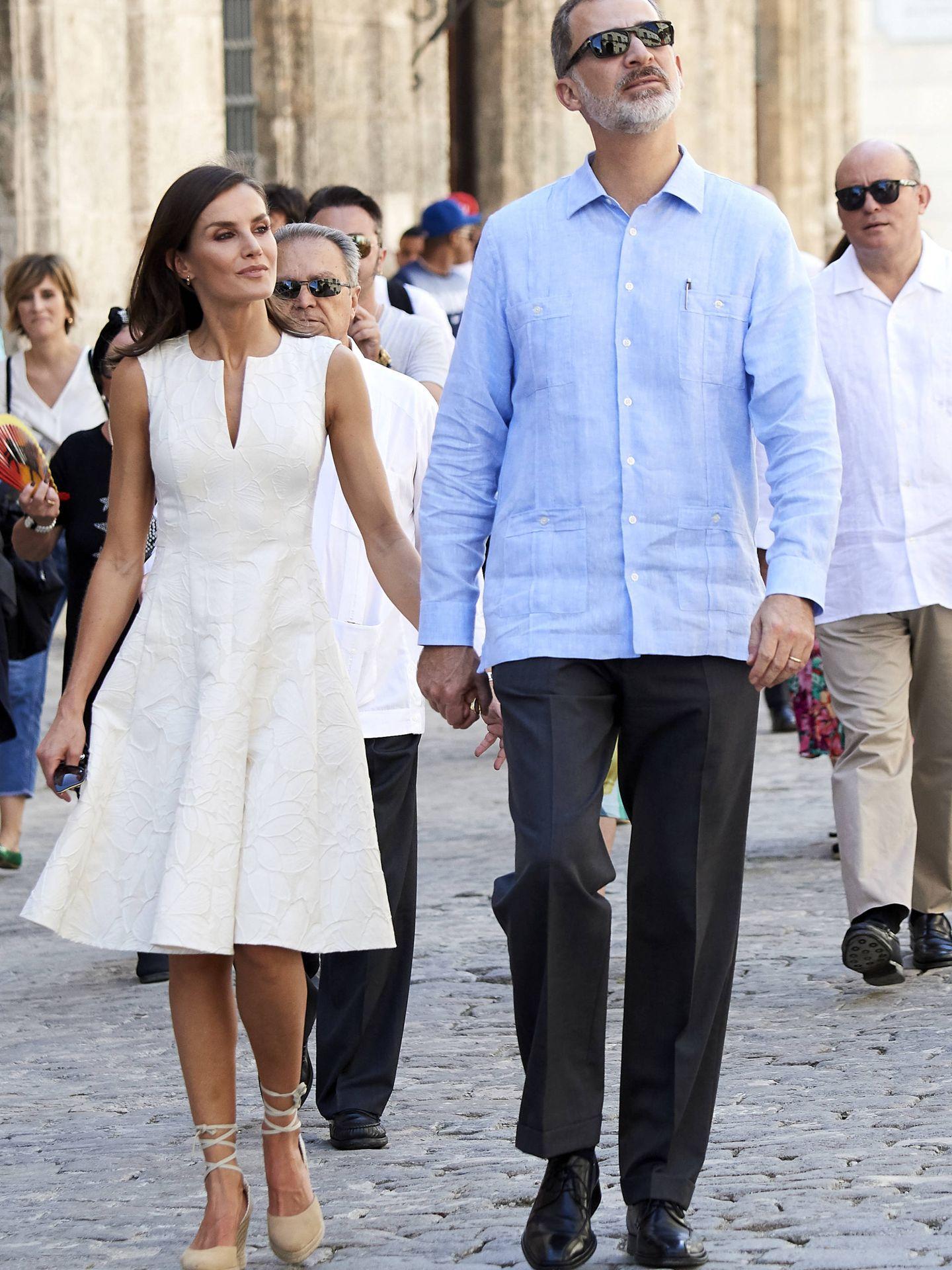 Los Reyes paseando por La Habana. (Getty)