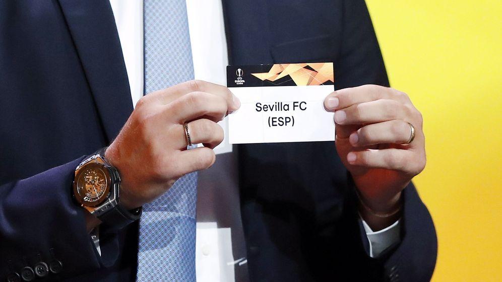 Foto: Sorteo de la fase de grupos de la Europa League. (Efe)