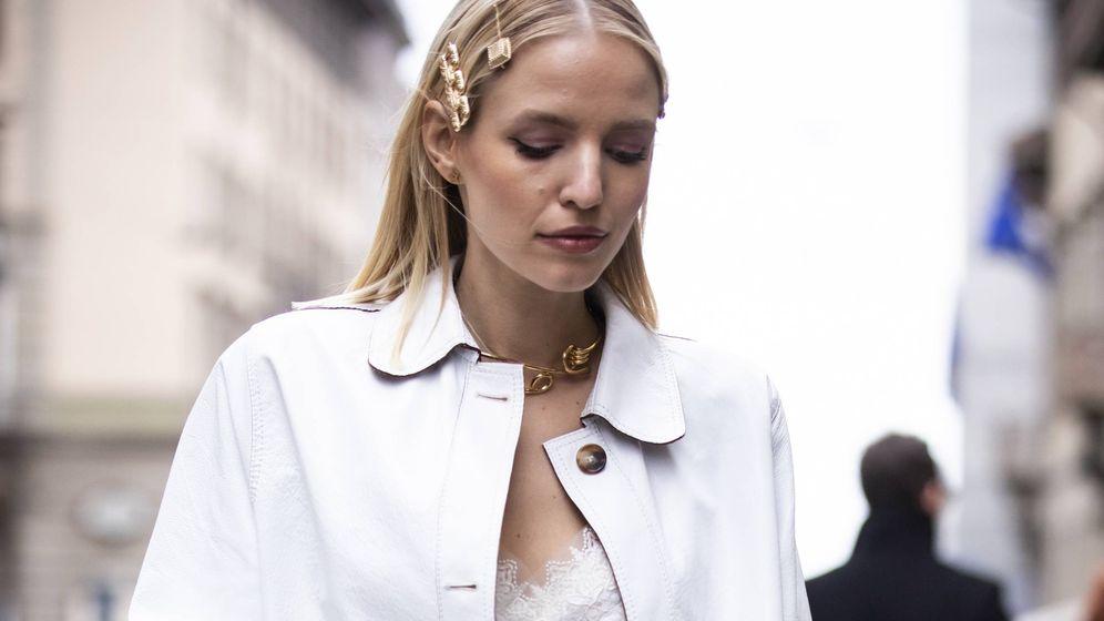 Foto: Peinado con horquillas para esta primavera. Street Style de la Milan Fashion Week. (Getty)