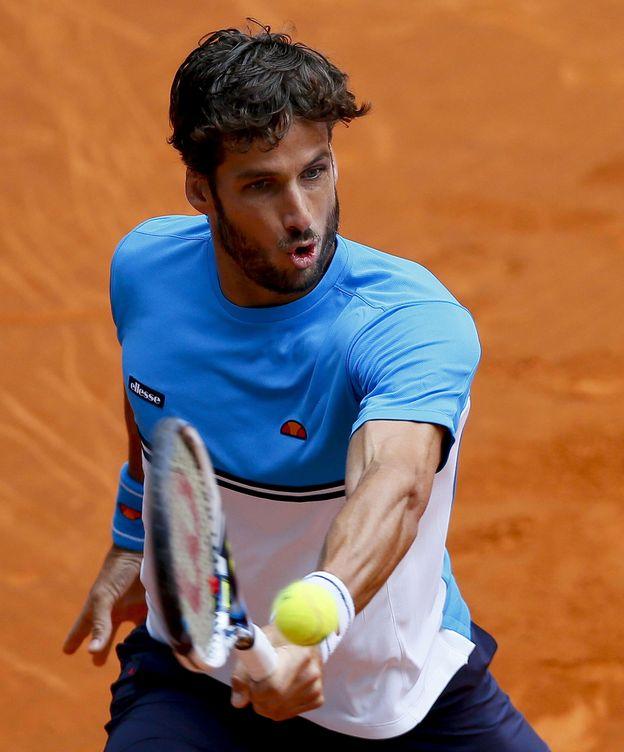 Foto: Feliciano López golpea la bola (Efe).