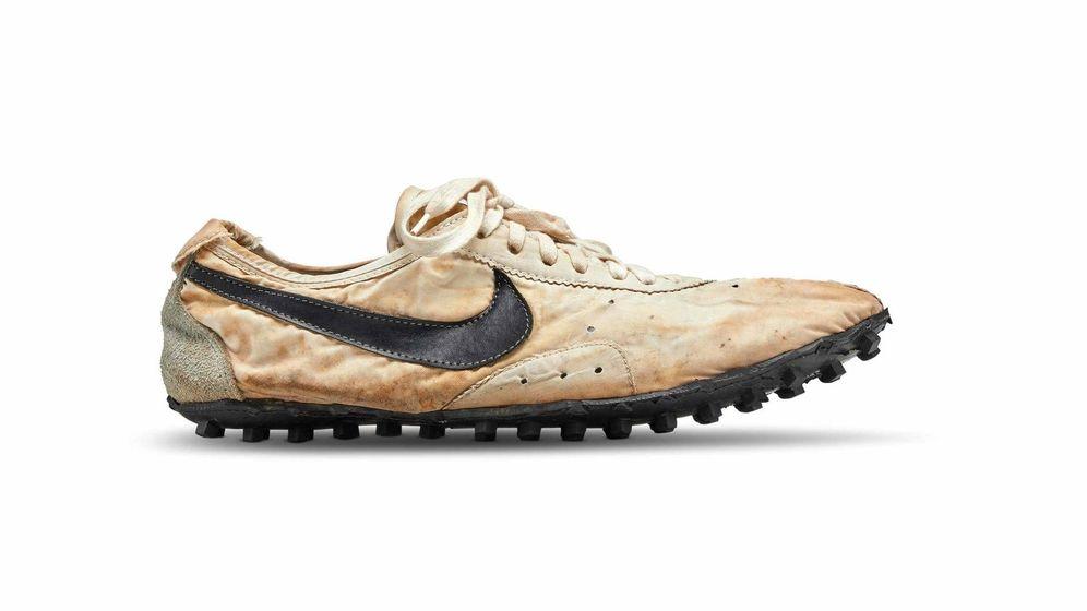 Foto: Las zapatillas 'Moon Shoe' subastadas. (Sotheby's)