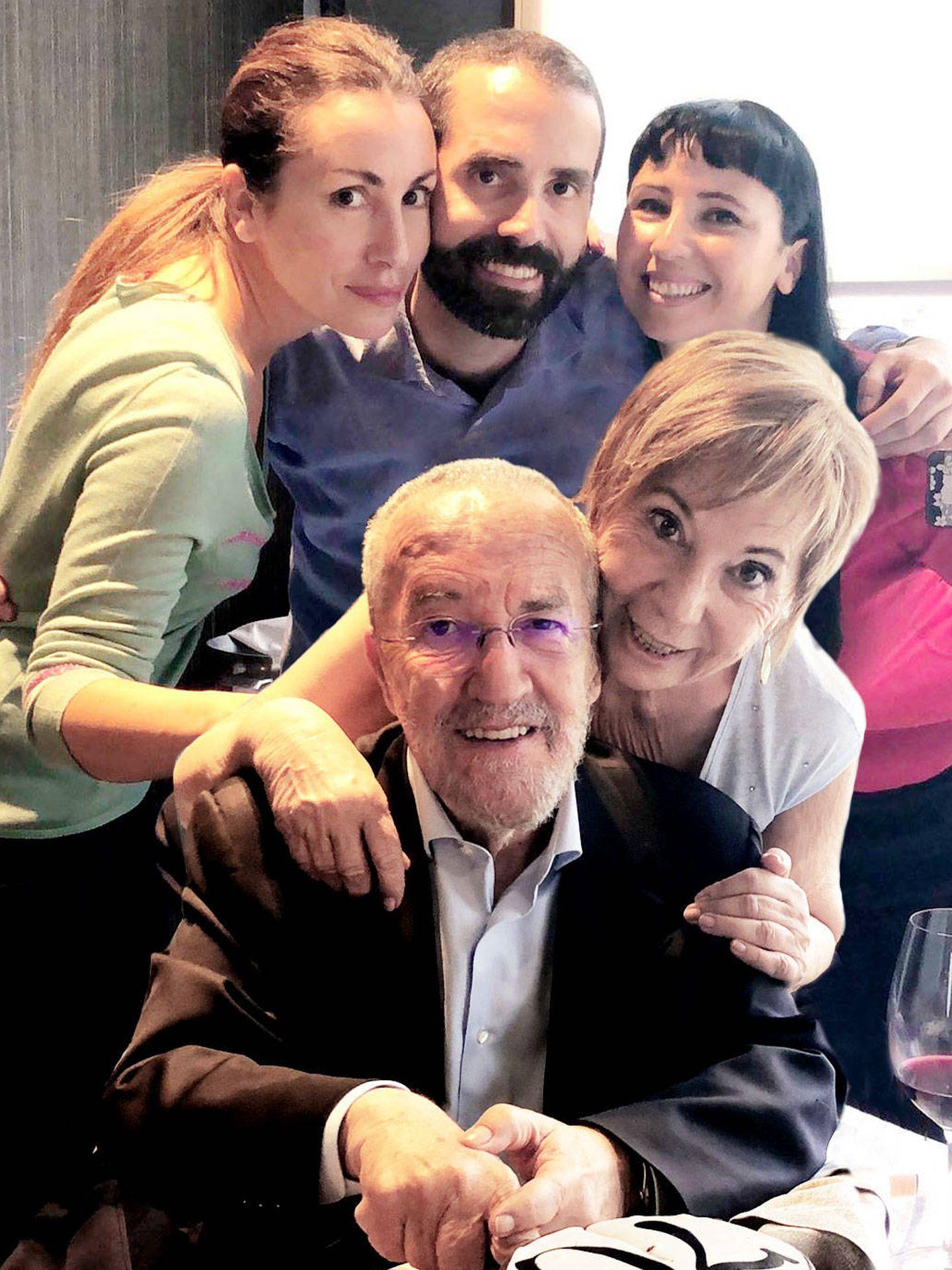 Celia Villalobos y Pedro Arriola, con sus hijos Macarena, Pedro y Amaya. (Archivo de la autora)