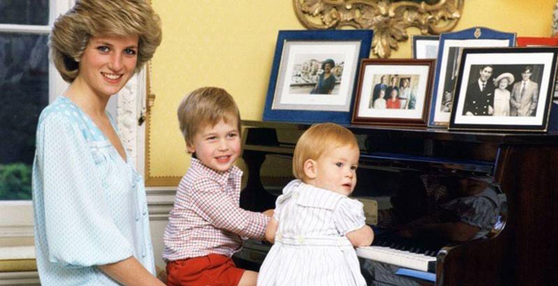 Foto: La princesa Diana de Gales junto a sus hijos en una imagen de archivo (Reuters)