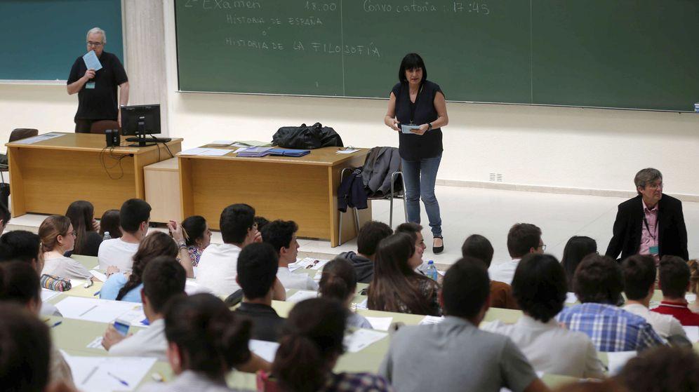 Foto: Estudiantes en una clase. (EFE)