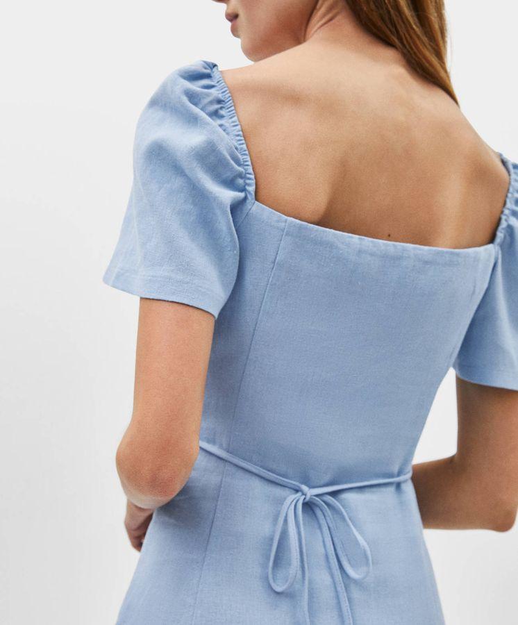 Foto: El vestido de lino que mejor sienta es de Bershka. (Cortesía)