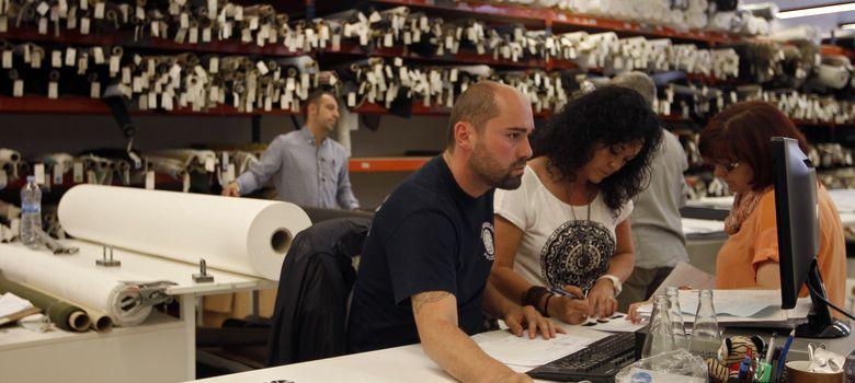Foto: Empleados de un taller textil en Barcelona. (Reuters)
