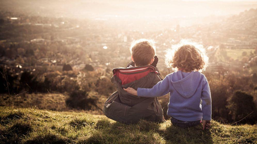 Foto: Amor entre hermanos, a pesar de todo. (iStock)