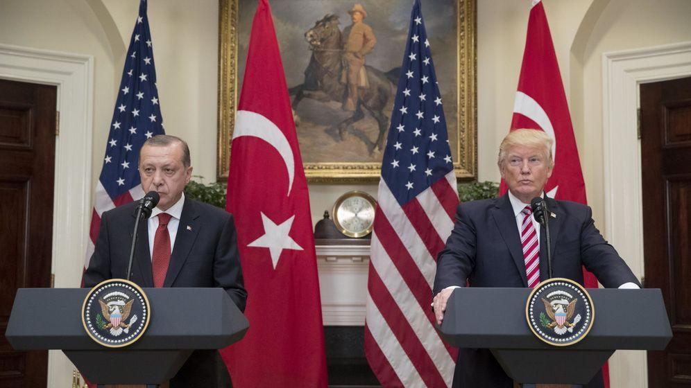 Foto: Donald Trump y Recep Tayyip Erdogan en una rueda de prensa en 2017. (EFE)