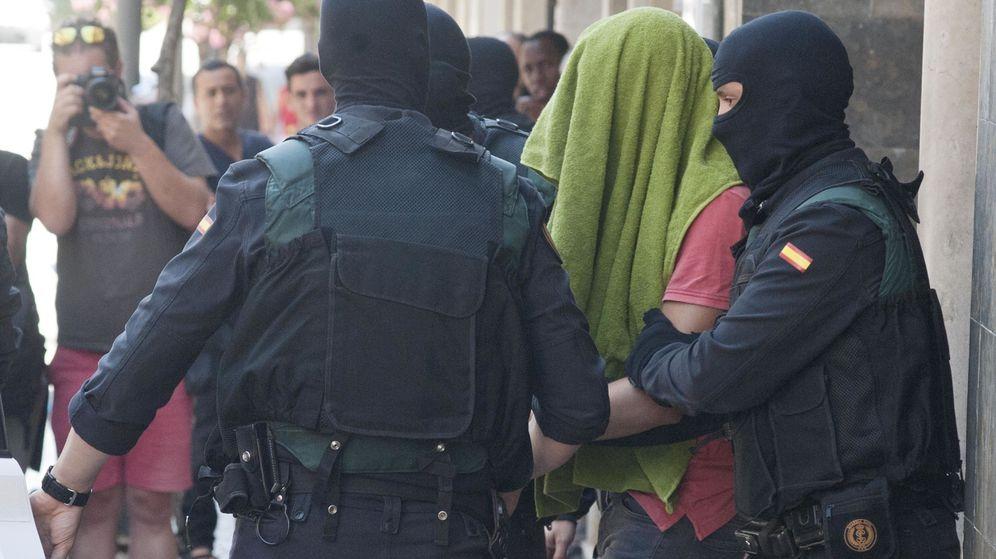 Foto: Imagen de uno de los dos hermanos marroquíes acusados de colaborar en la financiación del EI. (EFE)