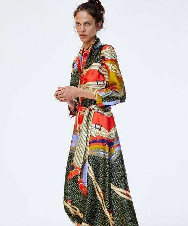 Foto: Así es el vestido pañuelo de la firma que tanto furor ha causado entre las 'fashionistas'. (Imagen: Zara)