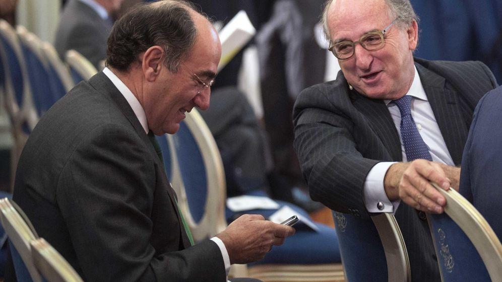 Foto: Foto de archivo del presidente de Iberdrola junto con el presidente de Repsol. (Reuters)